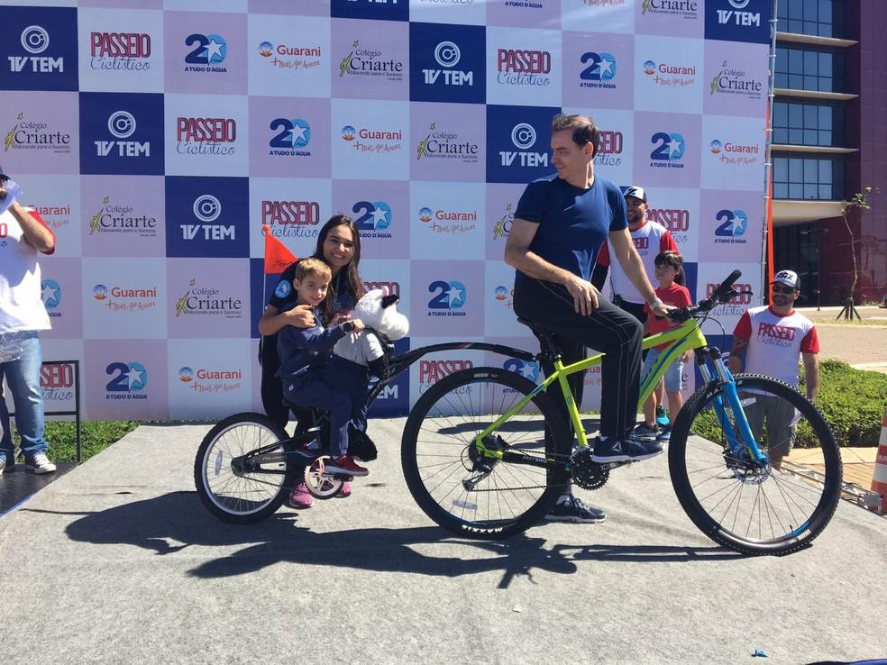 Roberto Kaiser foi o vencedor do concurso 'bike exótica' no Passeio Ciclístico da TV TEM (Foto: Renato Pavarino/G1)