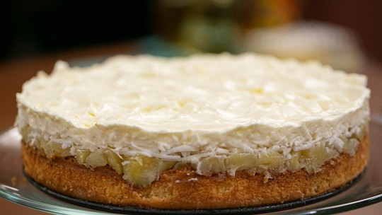 Veja a receita de torta de abacaxi com coco