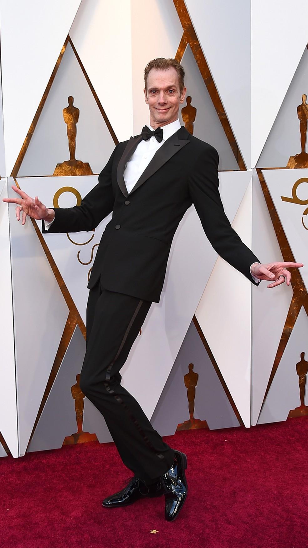 O ator Doug Jones, que interpreta a criatura de 'A forma da água', chega ao Oscar 2018 (Foto: Jordan Strauss/Invision/AP)
