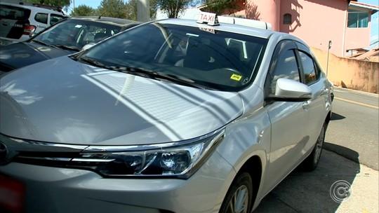Casal preso com táxi roubado assaltou ao menos outros dois taxistas, diz delegado