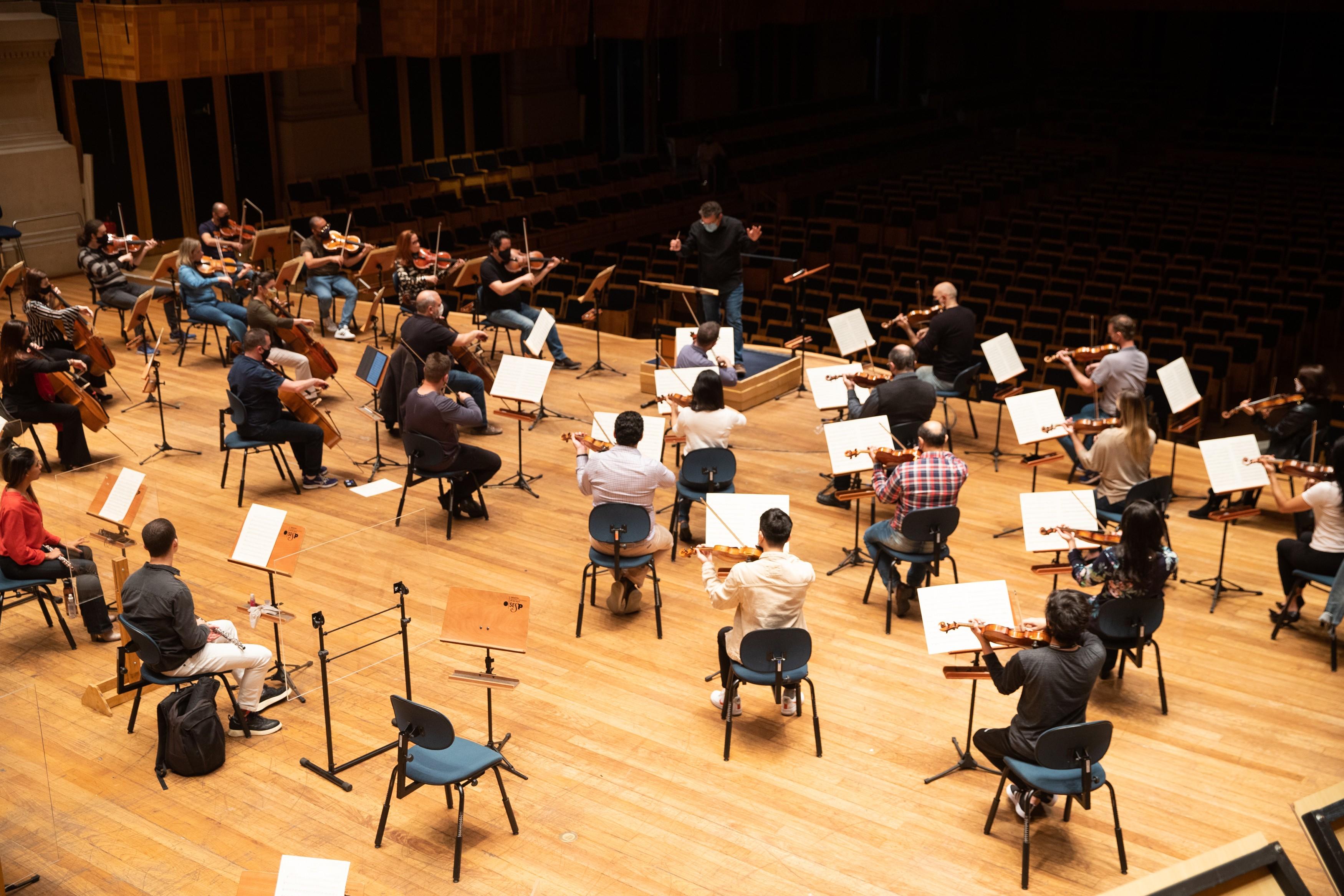 Orquestras na quarentena seguem vivas com gravações em casa e renegociação de contratos