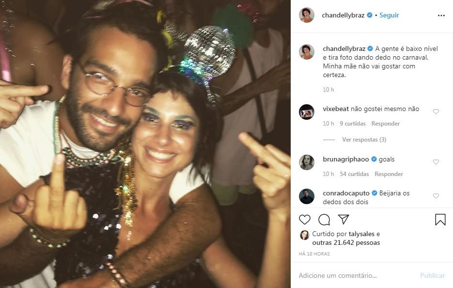 Chandelly Braz compartilhou foto com Humberto Carrão no carnaval (Foto: Reprodução)