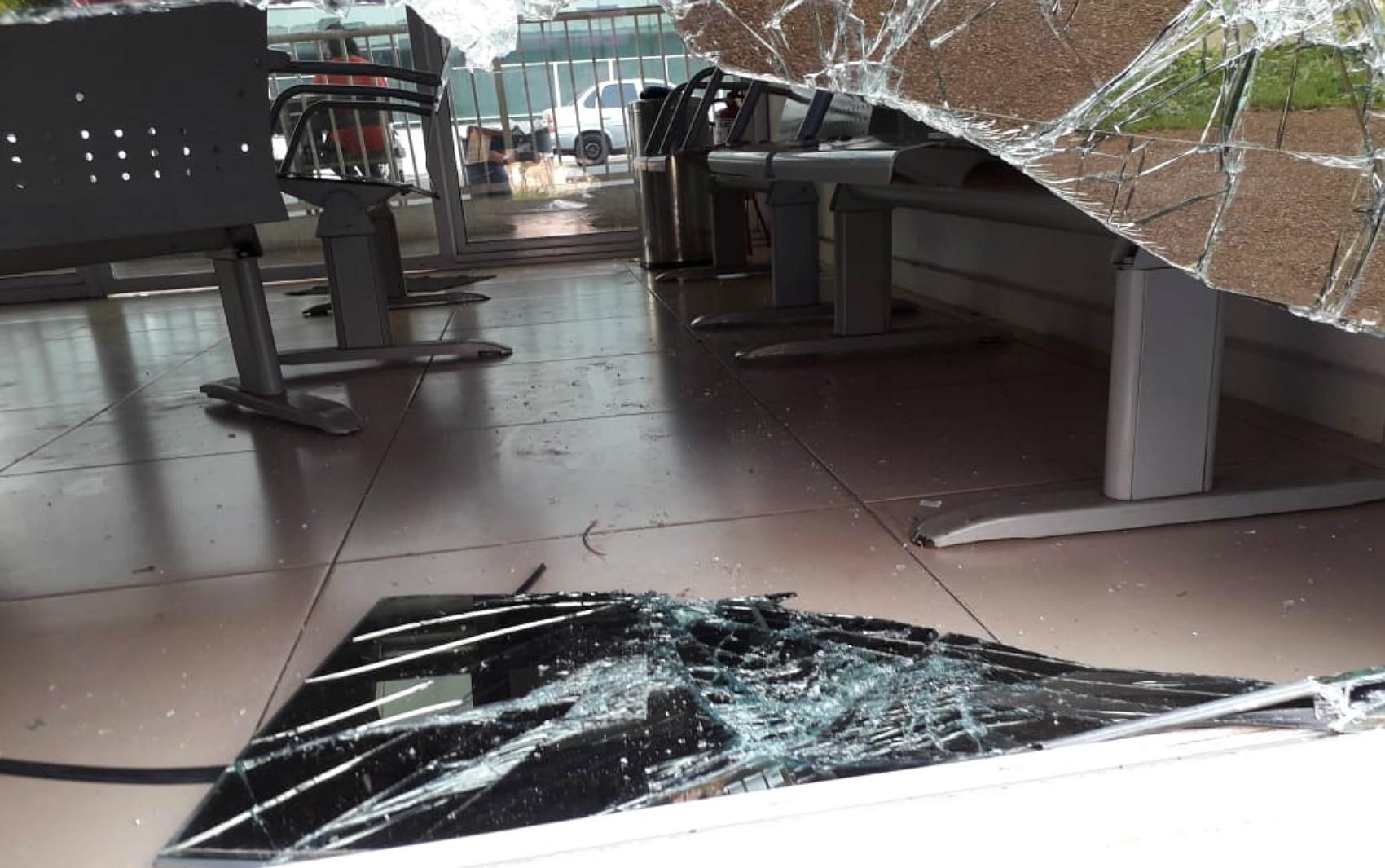 Terminal de ônibus é invadido e máquina de cartões é furtada na zona Sul de Ribeirão Preto - Notícias - Plantão Diário
