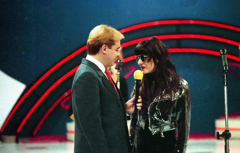 Gugu Liberato conversa com Fernanda Abreu no 'Viva a noite', em 1990 — Foto: Carlos Manfredo/Acervo do SBT
