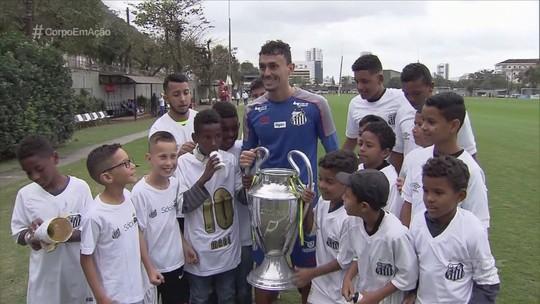Meninos da Copa Cotinha, de Itanhaém, visitam o CT e conhecem jogadores do Santos
