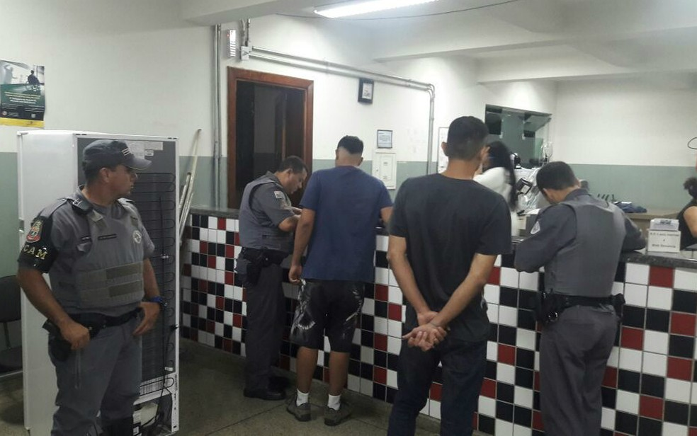 Ao todo, 35 torcedores foram detidos durante briga na Copa SP em Franca (Foto: Marcelo Valim/Rádio Difusora)