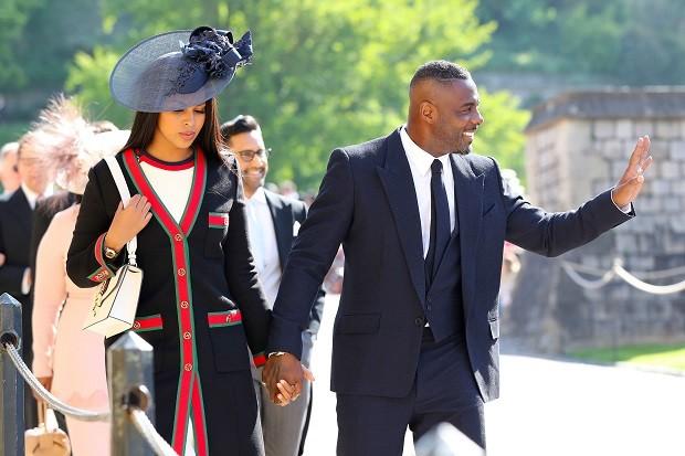 O ator Idris Elba chegou com muito estilo ao casamento real (Foto: Getty Images)