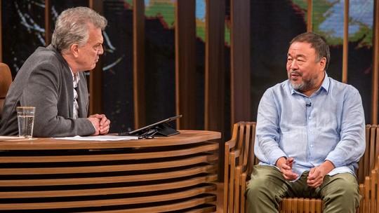 Ai Weiwei lembra o dia em que o pai queimou livros por medo do governo chinês