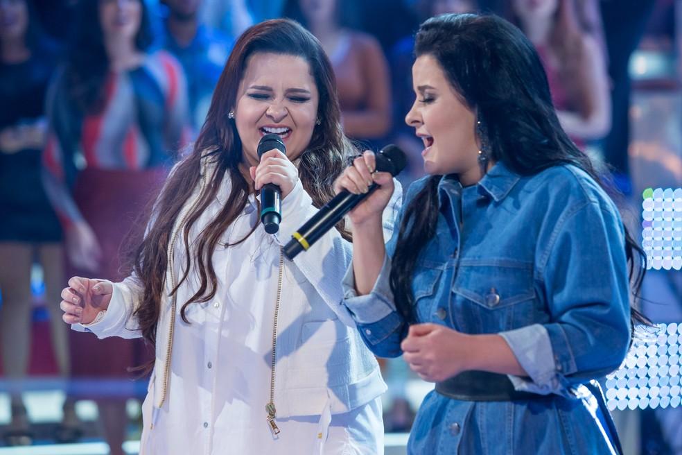 Maiara e Maraísa cantam seus hits no palco do 'Caldeirão', em 2017 — Foto: Artur Meninea/Gshow