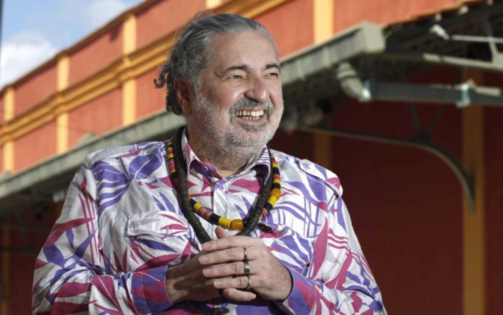 Mangueira escolhe o samba do grupo de Moacyr Luz para o carnaval de 2022 no Rio