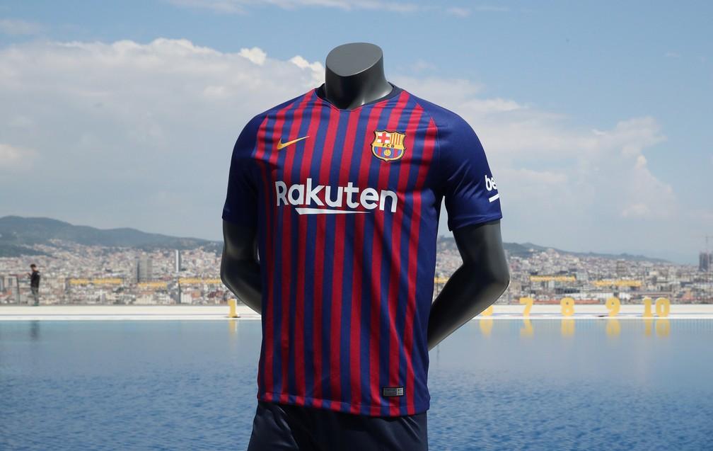 7172b5a950 Camisa nova do Barcelona no lançamento no parque aquático de Montjuic  (Foto  REUTERS