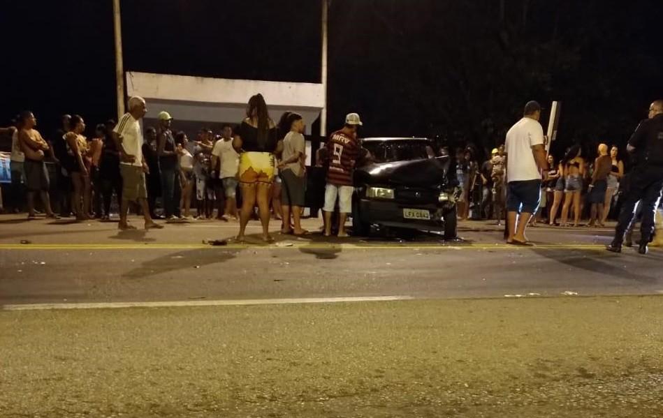 Batida entre carros deixa um ferido na Lúcio Meira, em Barra do Piraí - Notícias - Plantão Diário
