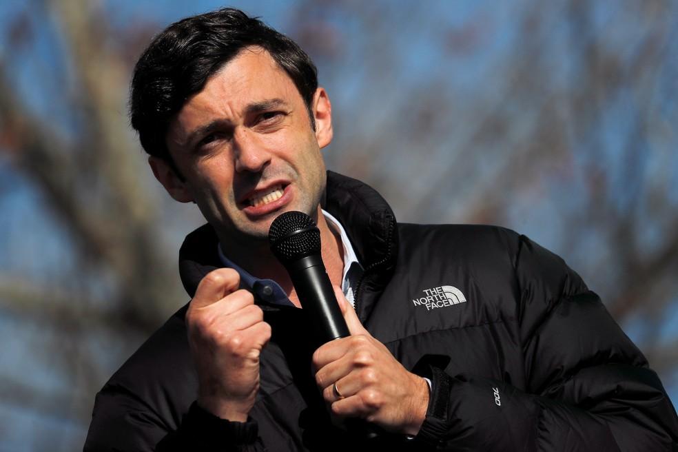 Jon Ossoff, democrata eleito ao Senado dos EUA pela Geórgia, durante ato de campanha na segunda-feira (4) — Foto: Mike Segar/Reuters
