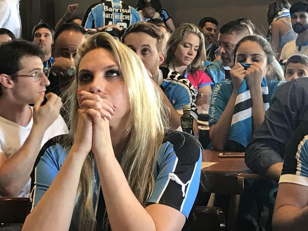 Torcida do Grêmio sofreu até o gol de Everton na prorrogação  (Foto: Tomás Hammes)