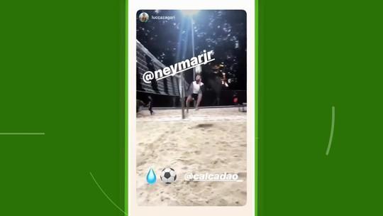 Enquanto não se reapresenta aos treinos no PSG, Neymar pratica futevôlei em São Paulo