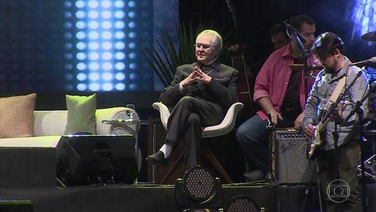 Padre Zezinho, o primeiro padre cantor do Brasil, comemorou 78 anos neste sábado (8)