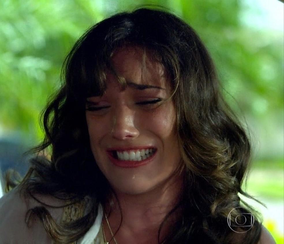 Patrícia vinga Amália e joga rato morto em cima de Tereza Cristina em 'Fina Estampa' — Foto: Globo