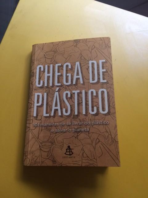 Livro dá 101 sugestões para diminuir o uso de plástico
