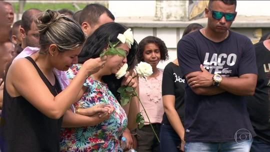 PM morto ao furar barreira do Exército é enterrado no Rio
