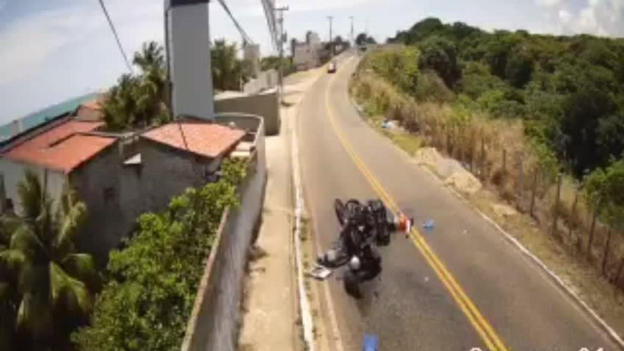 Motociclistas batem de frente em rodovia na Grande Natal