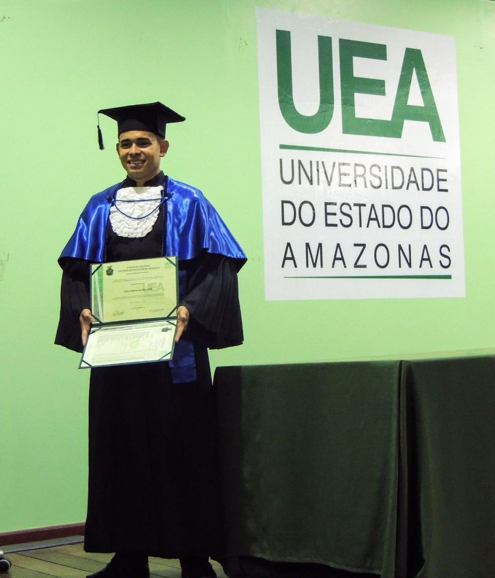Joilson conseguiu concluir a faculdade, mesmo estando em tratamento em boa parte do curso de engenharia (Foto: Arquivo pessoal)