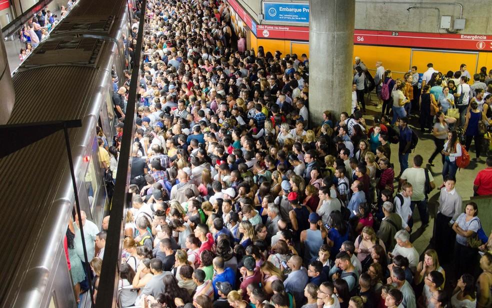 Metrô lotado em SP — Foto: Rogério Cavalheiro/Futura Press/Estadão Conteúdo