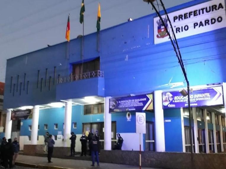Operação investiga desvios de recursos públicos da saúde no RS; prefeito de Rio Pardo é preso