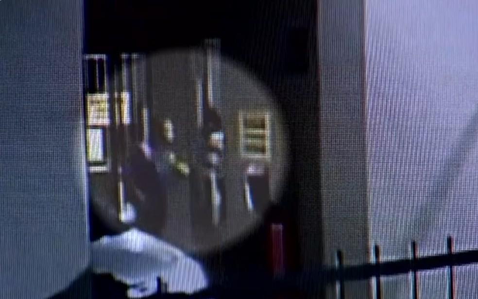 Câmera registra confusão em condomínio de Goiânia — Foto: Reprodução/TV Anhanguera
