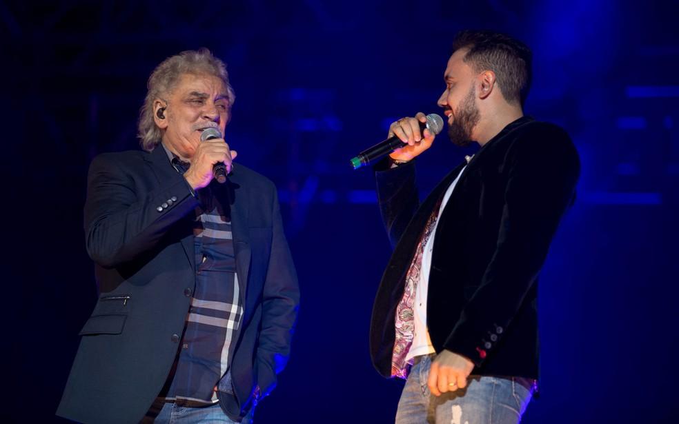 Matogrosso e Mathias fazem show em Paranavaí, no sábado (11). (Foto: Mateus Rigola/G1)