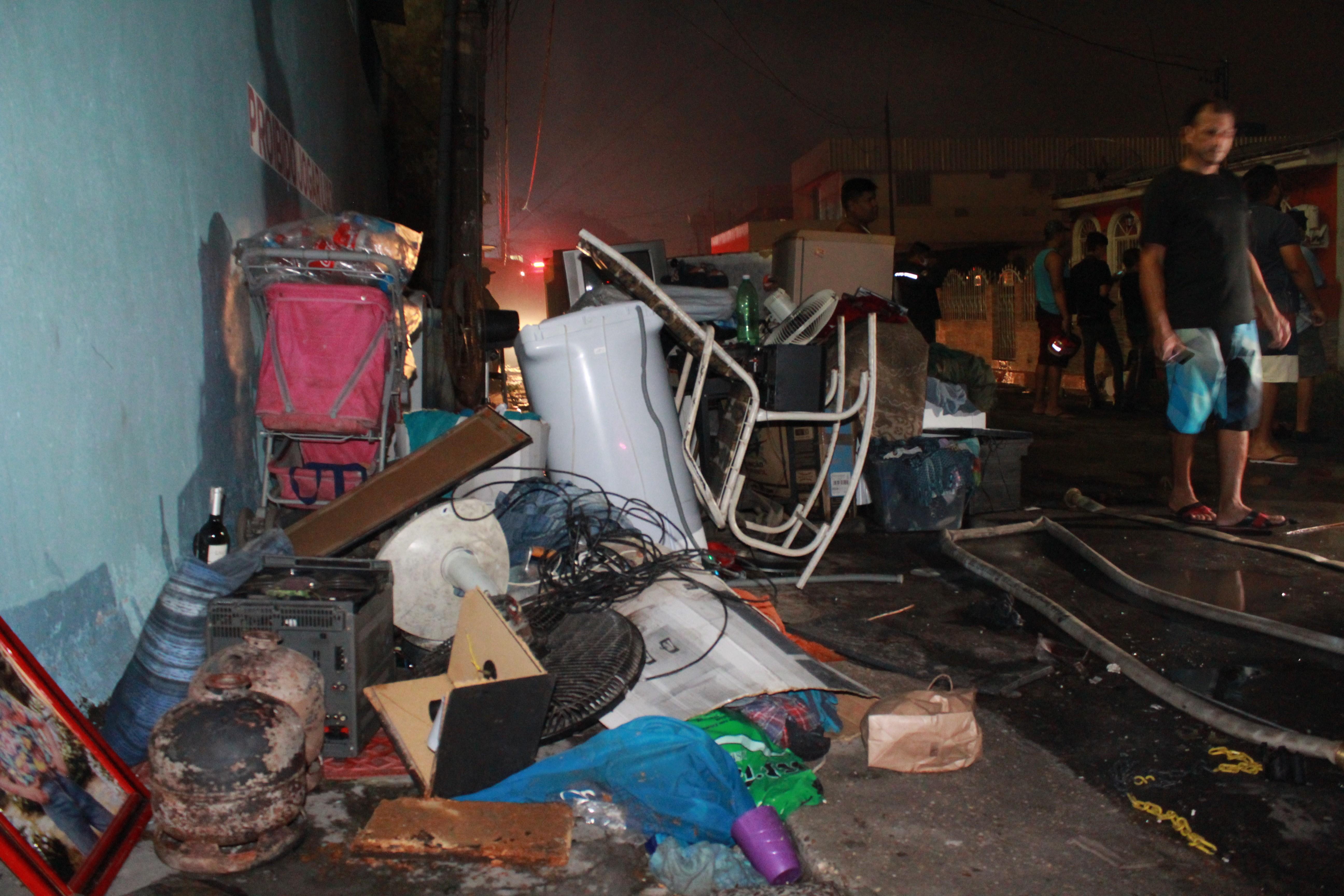 Vítimas de incêndio na Zona Sul de Manaus contabilizam danos: 'O amanhã, só Deus sabe' - Noticias