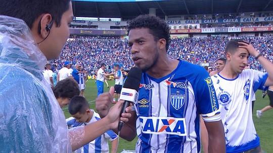 """Betão expõe as dificuldades que o time do Avaí passou: """"Nós subimos com salário atrasado"""""""