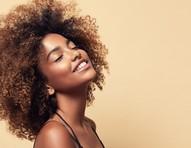 Beleza ancestral: 4 benefícios do azeite de dendê para pele e cabelo