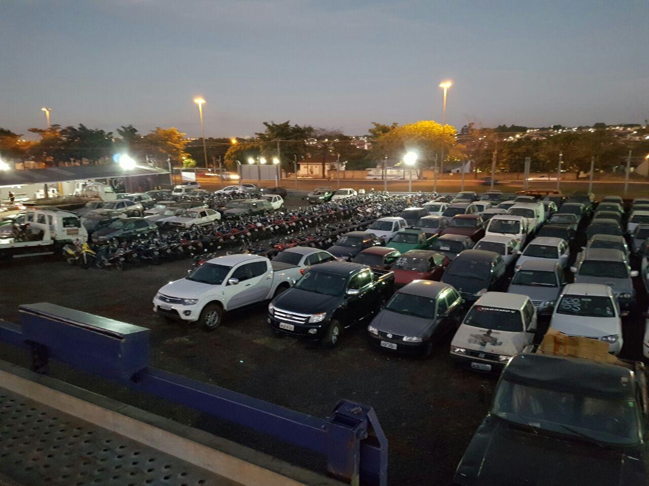 PRF leiloa 431 veículos que foram apreendidos ou abandonados em rodovias federais de MS