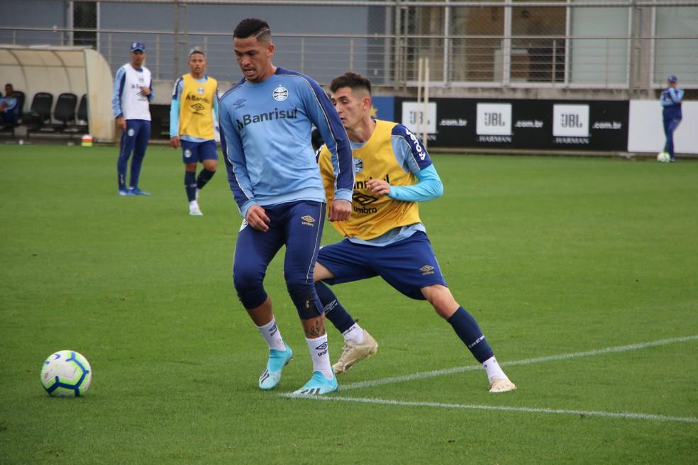 Luciano, em treino do Grêmio — Foto: Eduardo Moura