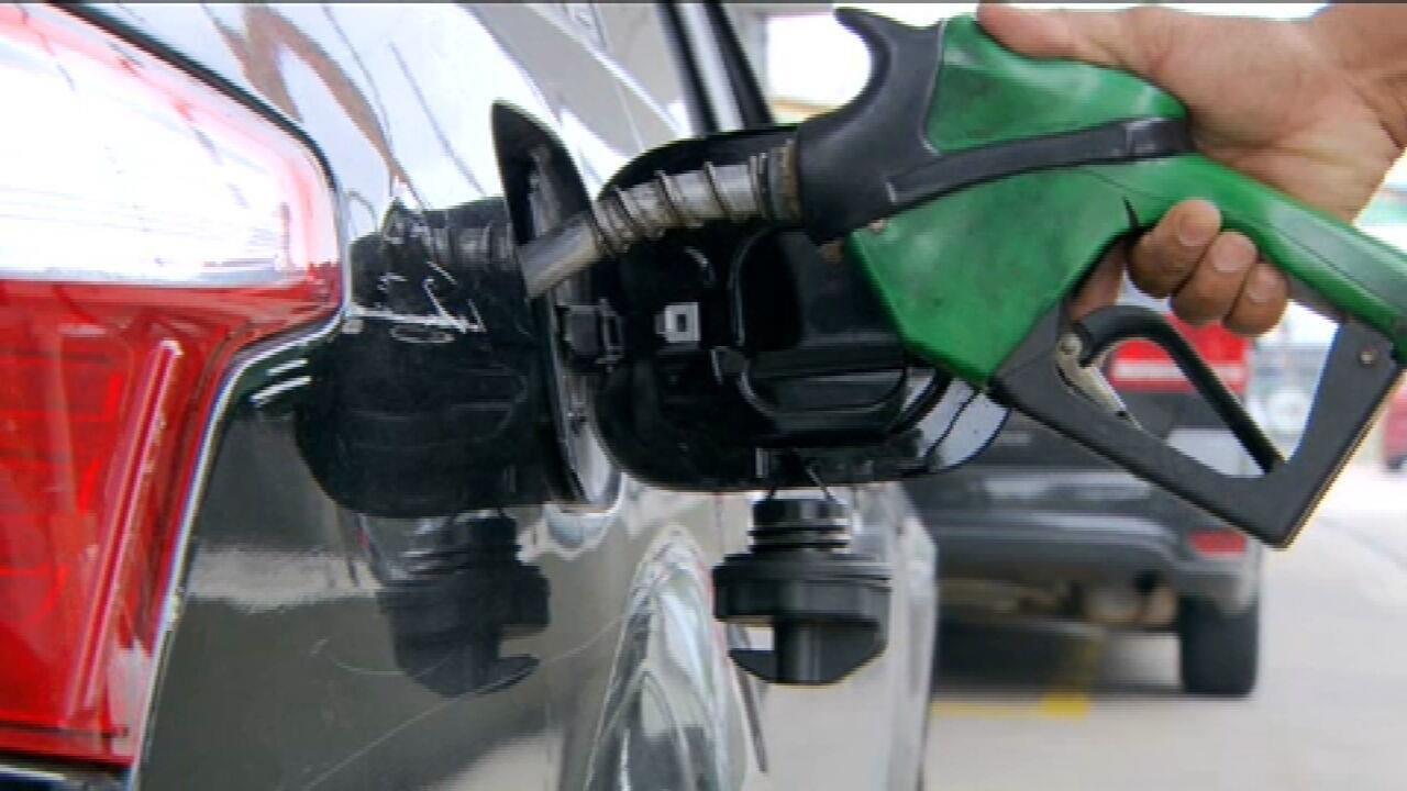 Preço do litro da gasolina pode variar até 30% no país, diz levantamento
