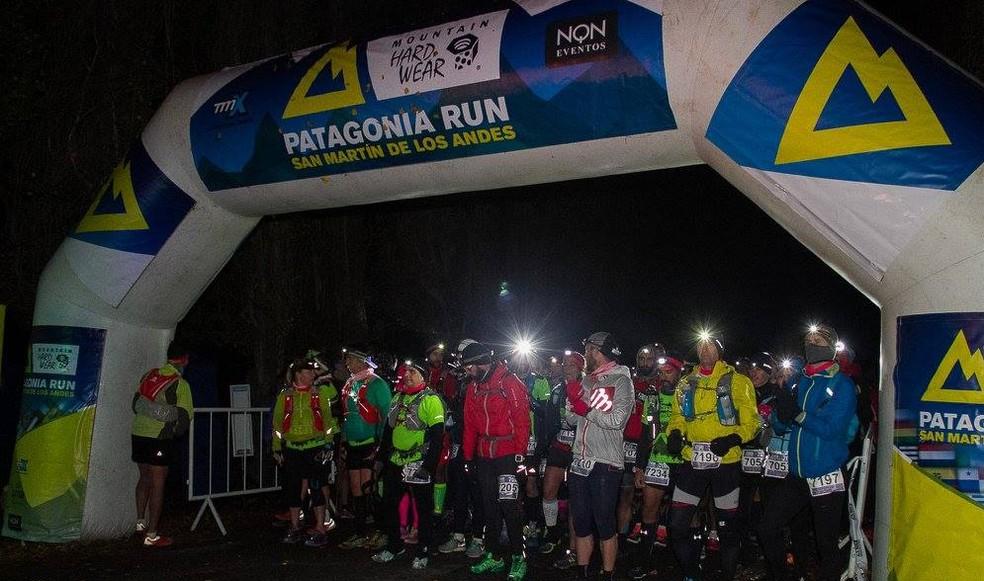 Largada das distâncias maiores ocorreu à noite, e muita gente não estava preparada para o frio (Foto: Fotos de Aventura)