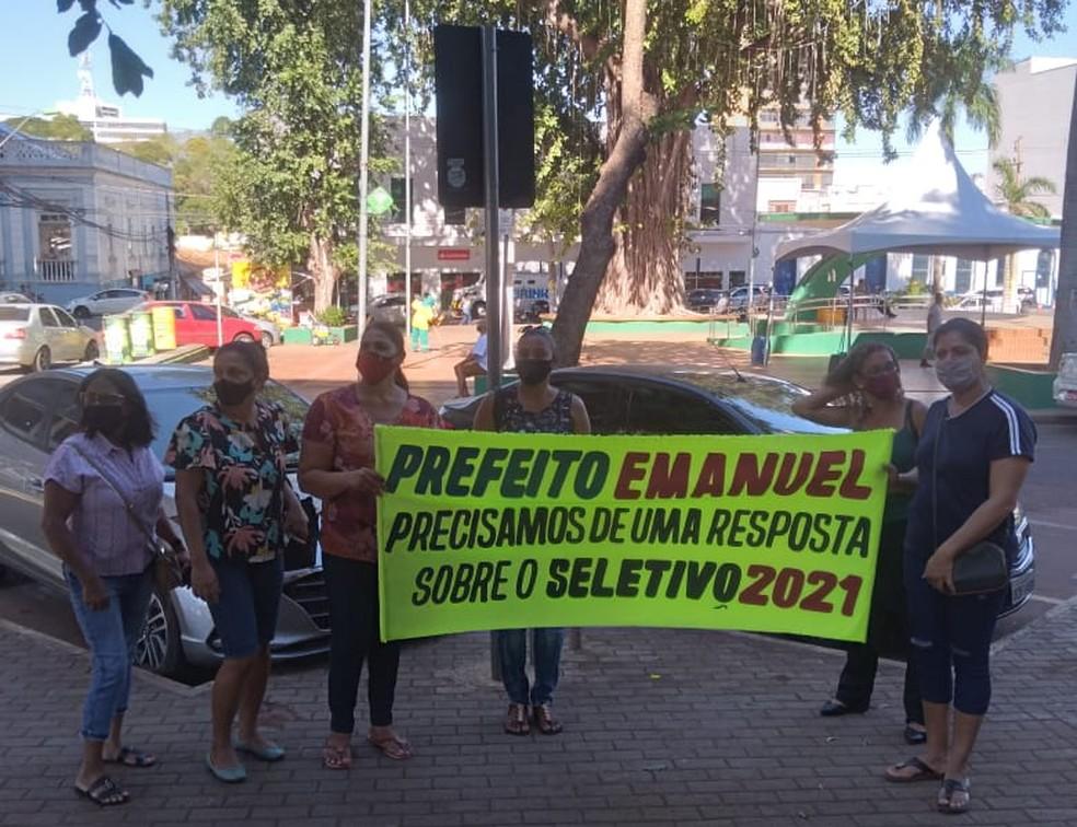 Professoras fazem manifestação em frenda da prefeitura de Cuiabá — Foto: Divulgação