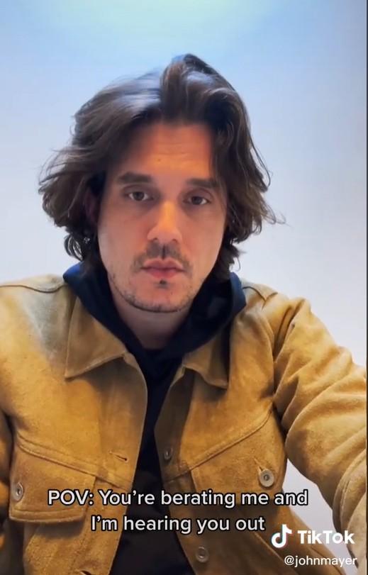 John Mayer faz vídeo interpretando a sua reação ao receber broncas (Foto: Reprodução / TikTok)