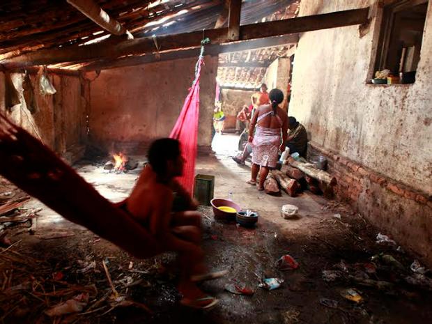 Trabalhadores ficavam em alojamento sem condiçõesmínimas de higiene, diz MPT (Foto: Polícia Rodoviária Federal/Divulgação)