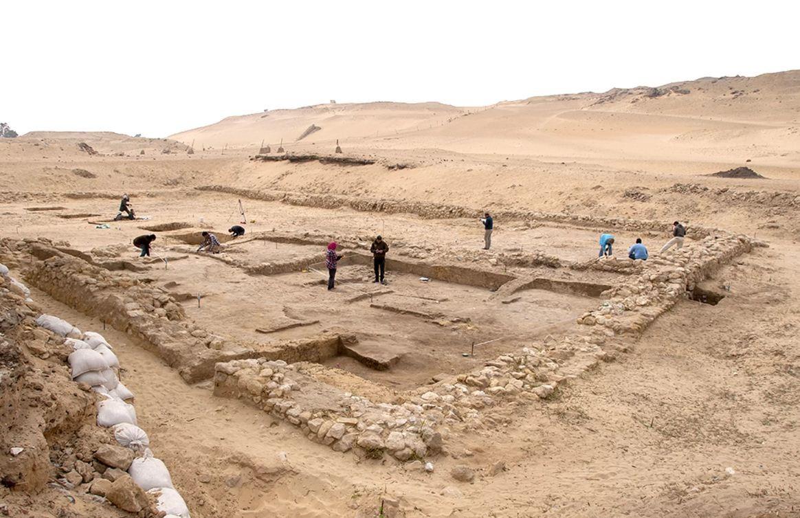 Duas residências de 4.500 anos encontradas pelos arqueólogos.  (Foto: Ancient Egypt Research Associates)
