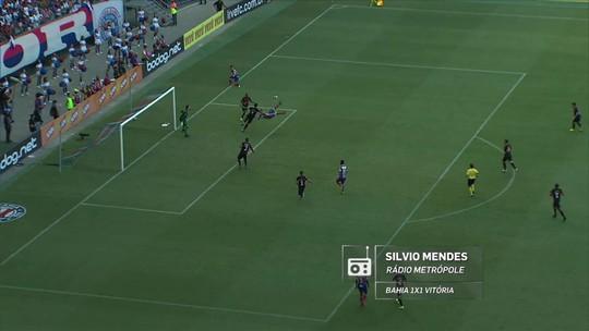 Redação AM: veja a narração de Silvio Mendes para o gol de bicicleta de Gilberto contra o Vitória
