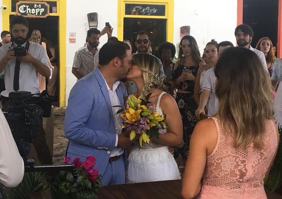 Furto do primeiro vestido não impediu a celebração da união do casal (Foto: Paula Romano/Arquivo Pessoal)