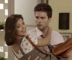 Thiago Fragoso e Vitória Strada em cena de 'Salve-se quem puder' como Alan e Kyra | TV Globo