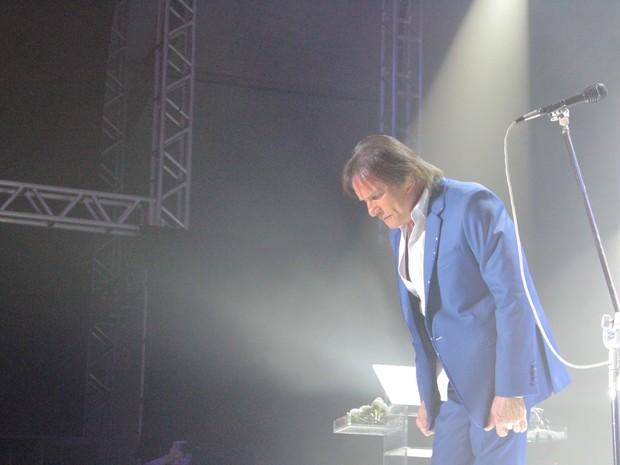 Roberto Carlos em show em São José (Foto: Carlos Santos/ G1)