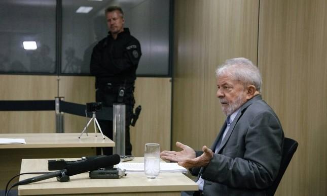 O ex-presidente Lula em entrevista na prisão em Curitiba