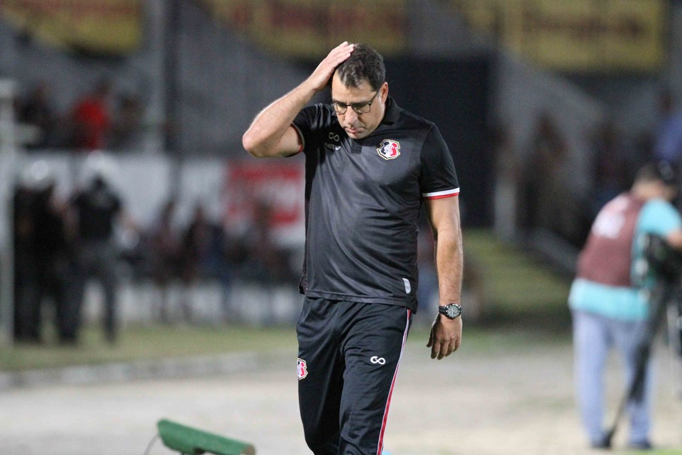 Marcelo Martelotte acredita que, apesar da derrota por 1 a 0, Santa foi superior a América-MG (Foto: Marlon Costa / Pernambuco Press)
