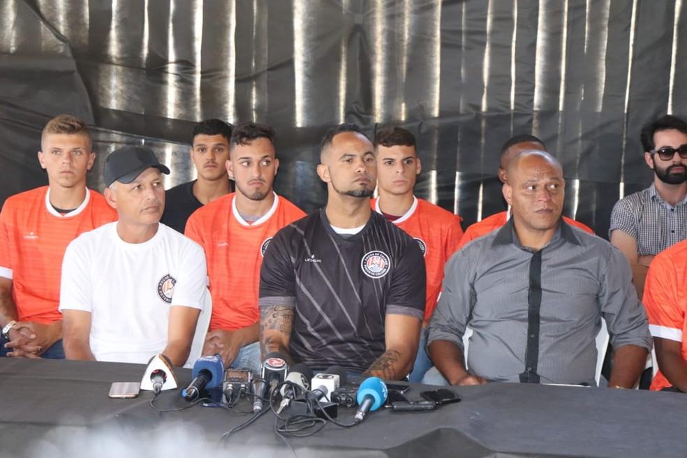 Goleiro Bruno Fernandes foi apresentado em Poços de Caldas (MG) — Foto: João Daniel Alves/EPTV