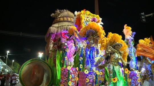De deusas da lua a críticas políticas, veja como foi a primeira noite do carnaval de Uruguaiana