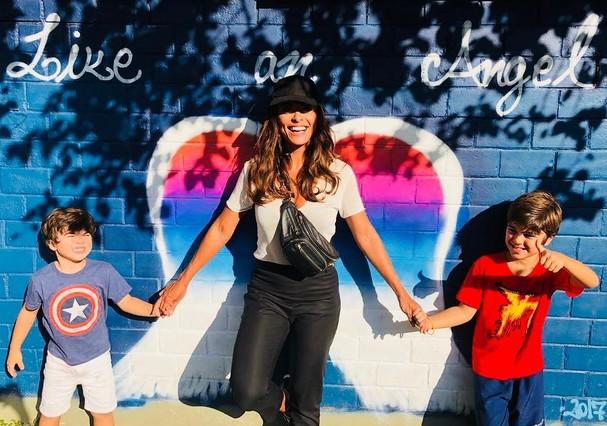 Juliana Paes posa com os filhos (Foto: Reprodução Instagram)