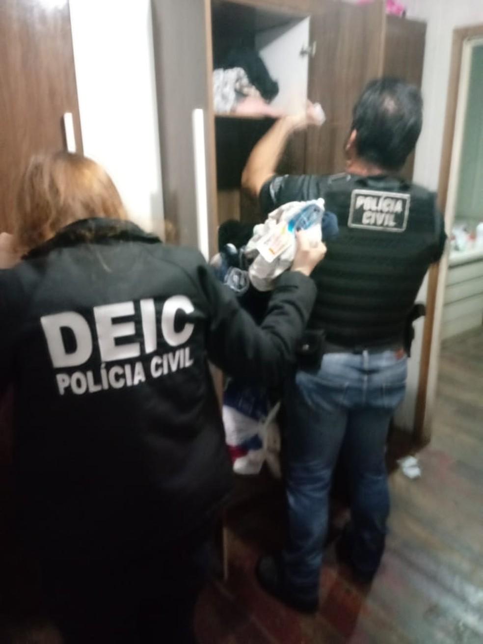 Mandados estão sendo cumpridos em oito cidades catarinenses — Foto: Polícia Civil/Divulgação